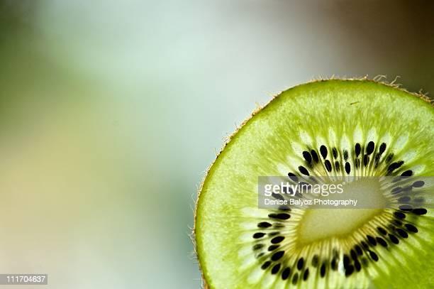 slice of kiwi fruit - kiwi fruit stock pictures, royalty-free photos & images