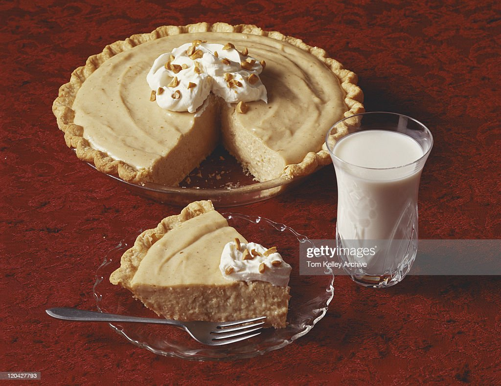 Slice of peanut butter pie in plate with milk glass, close-up  : Stock Photo