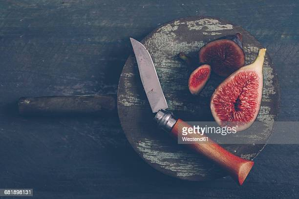 sliced figs on the wooden board with pocket knife - desaturated stock pictures, royalty-free photos & images