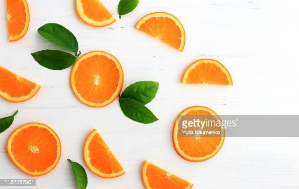 slices of orange on white background. flat lay, top view. - oranje stockfoto's en -beelden