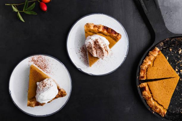 slices of pumpkin pie served on plate - 餐後甜品 個照片及圖片檔