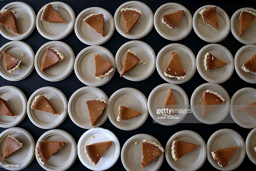 Bay Area Charities Feed The Needy Ahead Of Thanksgiving : News Photo