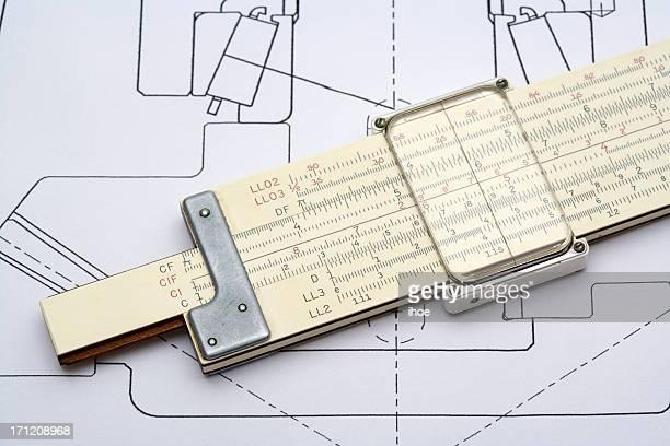 Rechenschieber und eine Technische Zeichnung