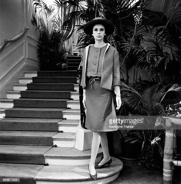 'Slim Look' chez le nouveau Dior par Marc Bohan à Paris France le 6 février 1961
