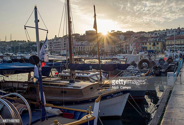 slings in the port - cassis stock pictures, royalty-free photos & images