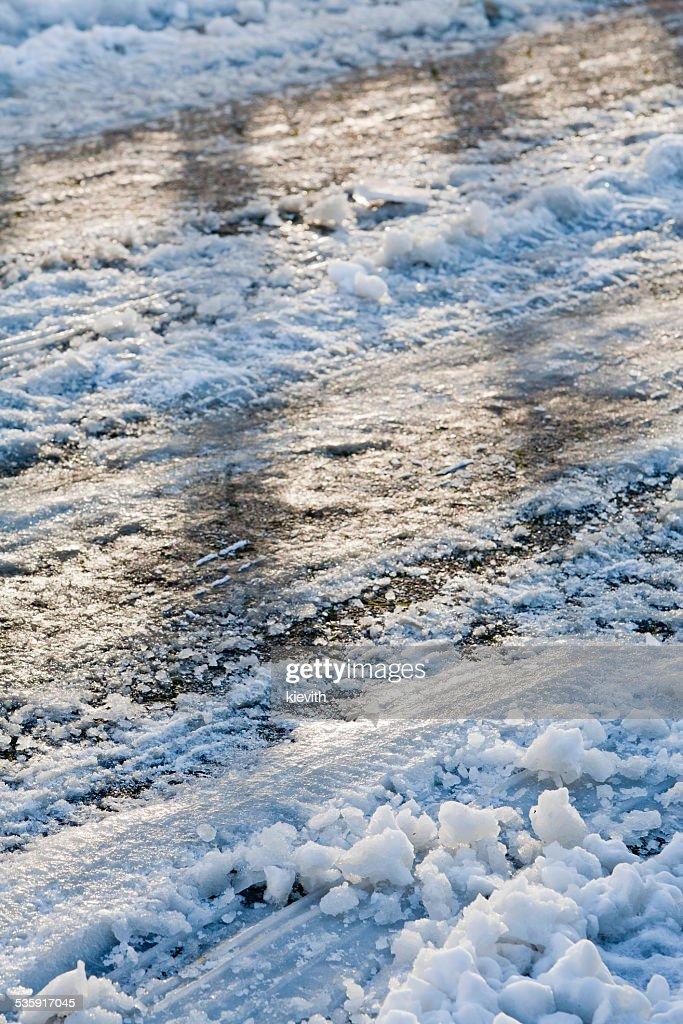 Resbaladizo road en invierno : Foto de stock