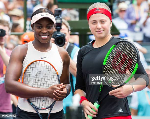 Sloan Stephens from the USA and Jelena Ostapenko from Latvia poses at the net before the Miami Open Final in Key Biscayne on March 31 2018