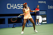 sloane stephens us returns ball to