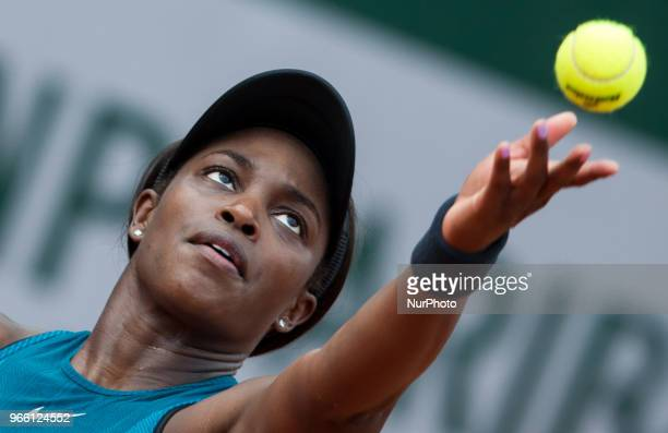 Sloane Stephens of United States serves against Camila Giorgi of Italy during the third round at Roland Garros Grand Slam Tournament Day 7 on June 02...