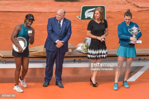 Sloane Stephens of USA President of the French Tennis Federation Bernard Giudicelli former Tennis player Arantxa Sanchez and Simona Halep of Romania...