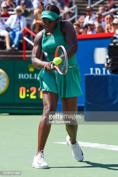 Sloane Stephens returns the ball during the WTA Coupe Rogers final on August 12, 2018 at IGA Stadium in Montréal, QC