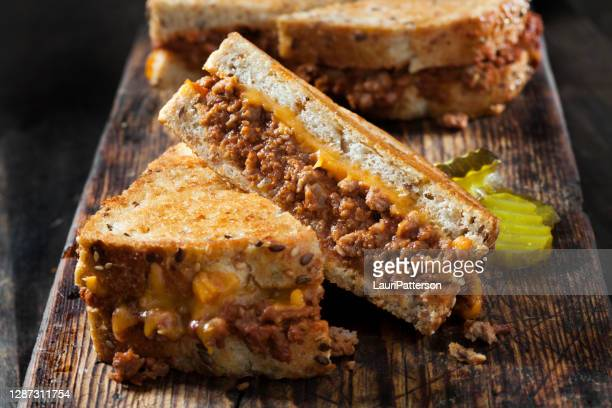 sloppy joe gegrillte käse sandwiches mit süßen gurken - sloppy joe, jr stock-fotos und bilder