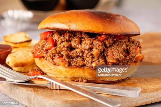 sandwich joe bâclé avec français frites. - sloppy joe, jr photos et images de collection