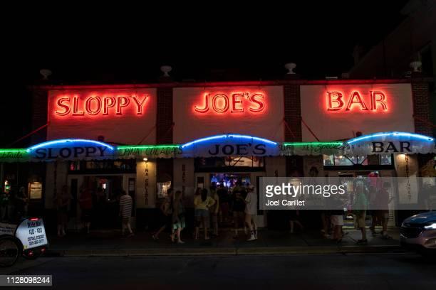 sloppy joe's bar in der nacht in key west - sloppy joe, jr stock-fotos und bilder