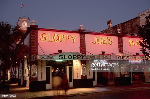sloppy joe's bar at night - sloppy joe, jr stock-fotos und bilder