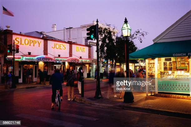 sloppy joe's bar on duval street, key west - duval street stock pictures, royalty-free photos & images