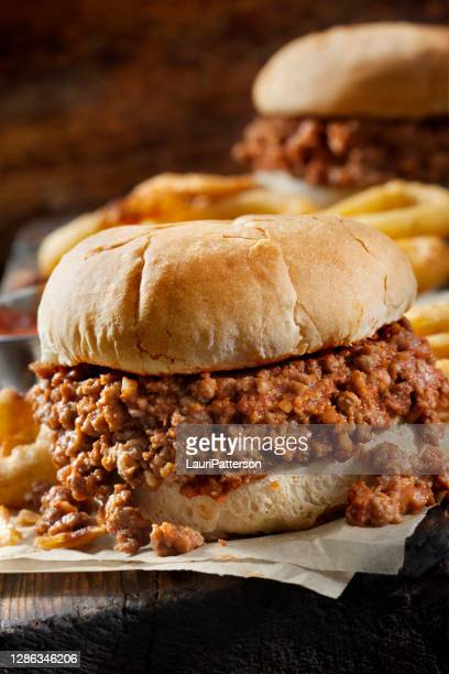 sloppy joe's with crispy onion rings - sloppy joe, jr stock pictures, royalty-free photos & images