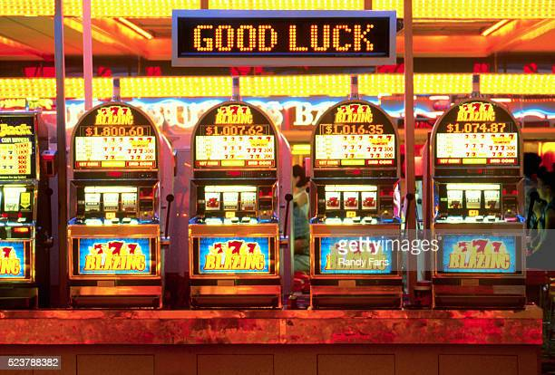slot machines in casino - las vegas stock pictures, royalty-free photos & images