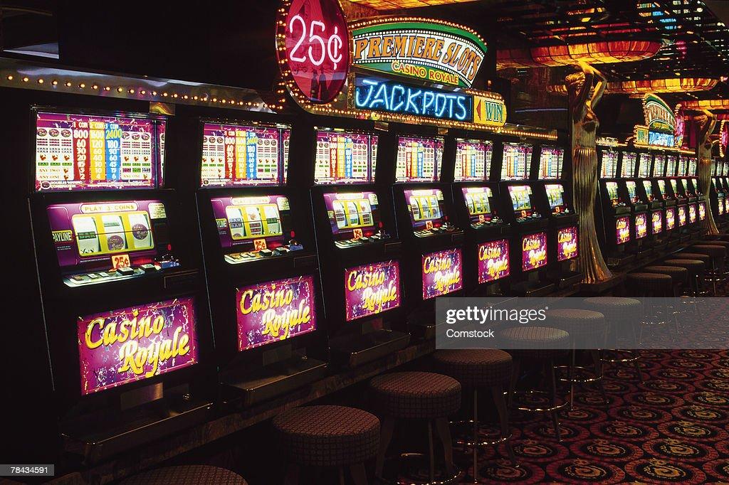 Slot machines in casino : Stockfoto