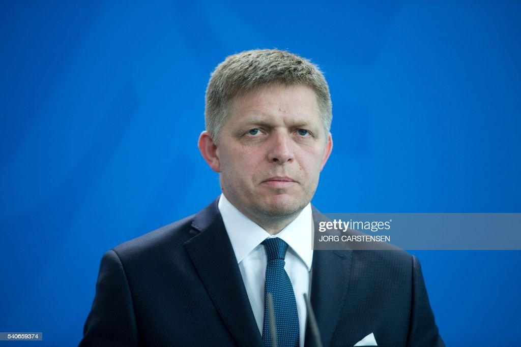 Slovak Prime minister Robert Fico attends a press conference after a meeting with German chancellor on June 16, 2016 in Berlin. / AFP / dpa / Jörg Carstensen / Germany OUT