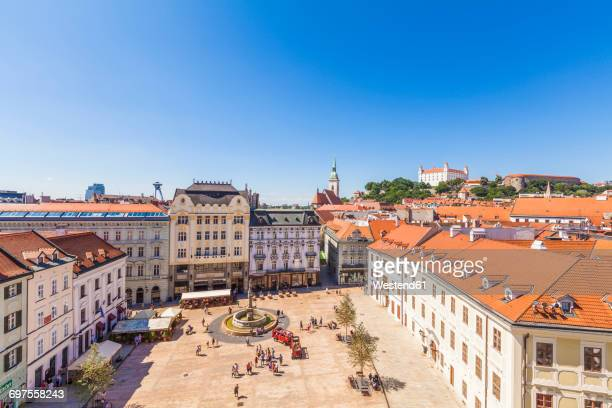 slovakia, bratislava, view to main place with maximilan fountain at the old town from above - bratislava stock pictures, royalty-free photos & images