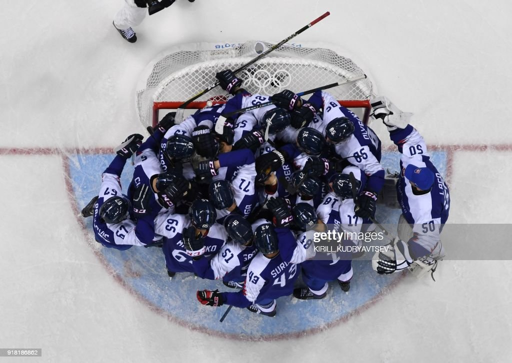 TOPSHOT - Slovakia celebrates after winning in the men's preliminary round ice hockey match between Slovakia and Olympic Athletes from Russia during the Pyeongchang 2018 Winter Olympic Games at the Gangneung Hockey Centre in Gangneung on February 14, 2018. / AFP PHOTO / Kirill KUDRYAVTSEV