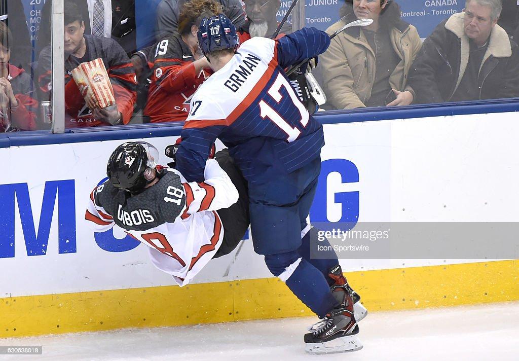 HOCKEY: DEC 27 IIHF World Junior Championship - Canada v Slovakia : Photo d'actualité