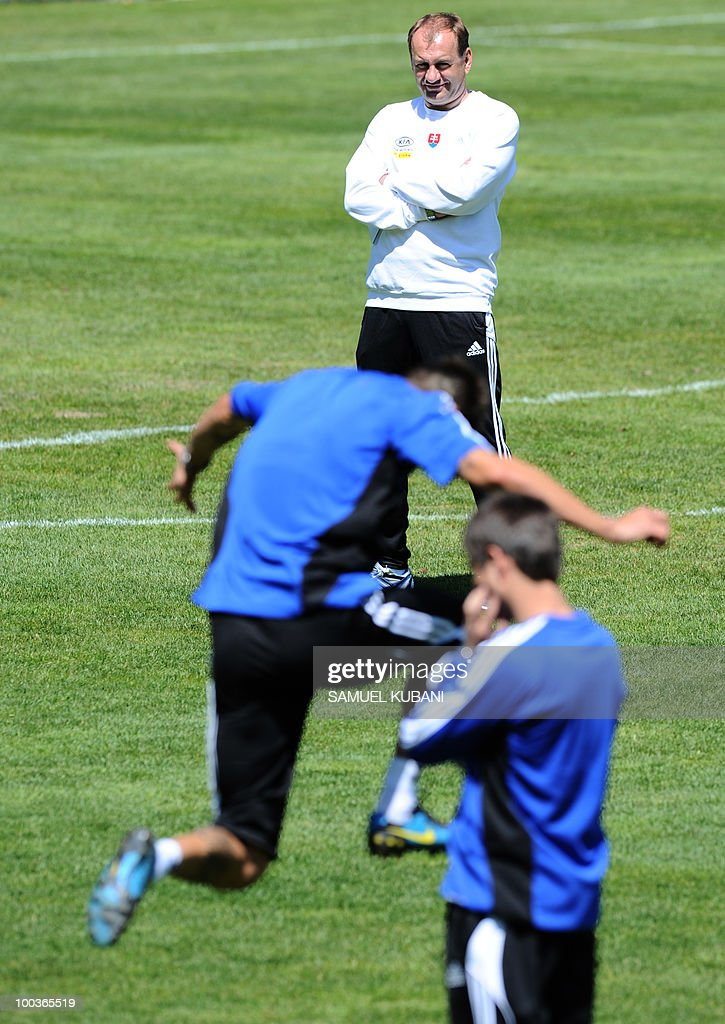 Slovakian national football team head coach Vladimir Weiss (back) watches players train on May 24, 2010 at their camp in Bad Kleinkirchheim ahead of the 2010 FIFA World Cup in South Africa.