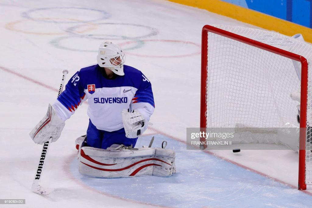 TOPSHOT - Slovakia's Branislav Konrad reacts after he let in the game winning goal by Slovenia's Ziga Jeglic during the penalty-shot shootout in the men's preliminary round ice hockey match between Slovakia and Slovenia during the Pyeongchang 2018 Winter Olympic Games at the Kwandong Hockey Centre in Gangneung on February 17, 2018. / AFP PHOTO / POOL / Frank Franklin II