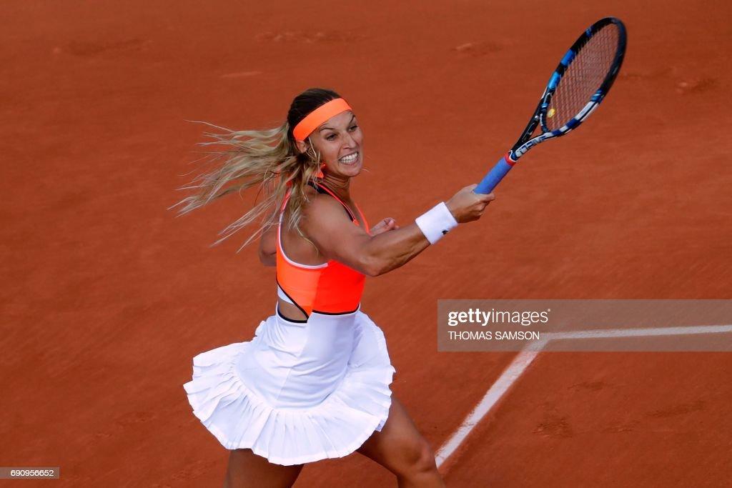 Slovakia's Dominika Cibulkova returns the ball to Tunisia's Ons Jabeur during their tennis match at the Roland Garros 2017 French Open on May 31, 2017 in Paris. / AFP PHOTO / Thomas SAMSON