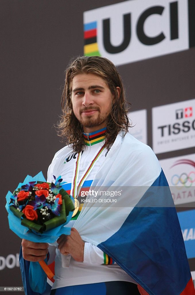 Slovakia's gold medallist Peter Sagan celebrates on the podium at the end of the men's elite road race event as part of the 2016 UCI Road World Championships on October 16, 2016, in the Qatari capital Doha. / AFP / KHALED