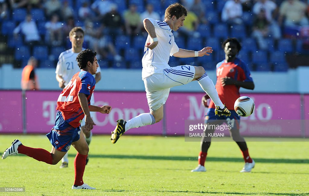 Slovakia's Peter Pkarik (R) controls the ball by Costa Rica's Diego Estrada (L) during their friendly football match in Bratislava on June 5, 2010 ahead of the 2010 FIFA World Cup in South Africa.