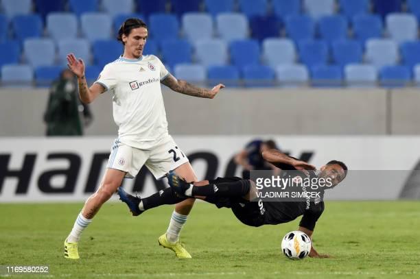 Slovans Hungarian midfielder David Holman vies for the ball with Besiktas Brazilian defender Douglas during the UEFA Europa League Group K football...