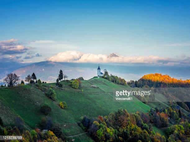 slovenia, church of st primoz near jamnik at sunset - kranj stock pictures, royalty-free photos & images