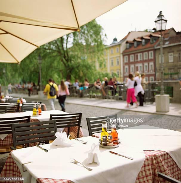 slovenia, ljubljana, table outside restaurant - リュブリャナ ストックフォトと画像