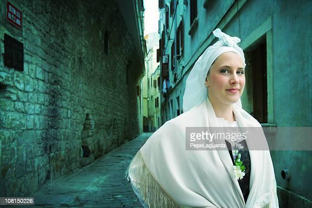 esloveno tradicional de disfraz - eslovenia fotografías e imágenes de stock