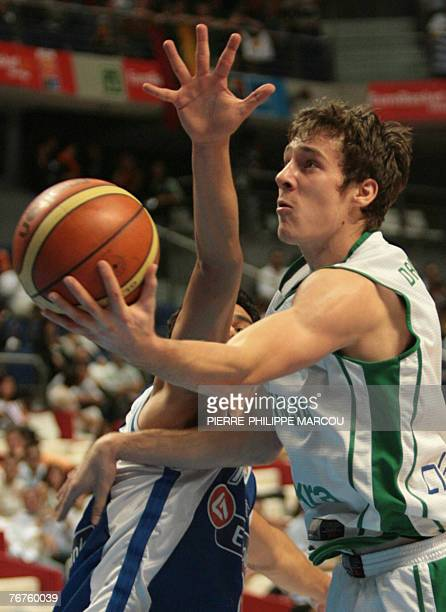 Slovenia's Goran Dragic shoots against Greece during a quarterfinal match of the European Basketball Championships in Madrid 14 September 2007 AFP...