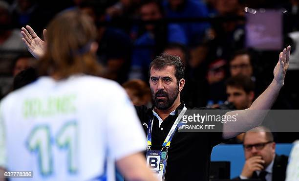 Slovenia's head coach Veselin Vujovic gives instructions during the 25th IHF Men's World Championship 2017 semifinal handball match France vs...