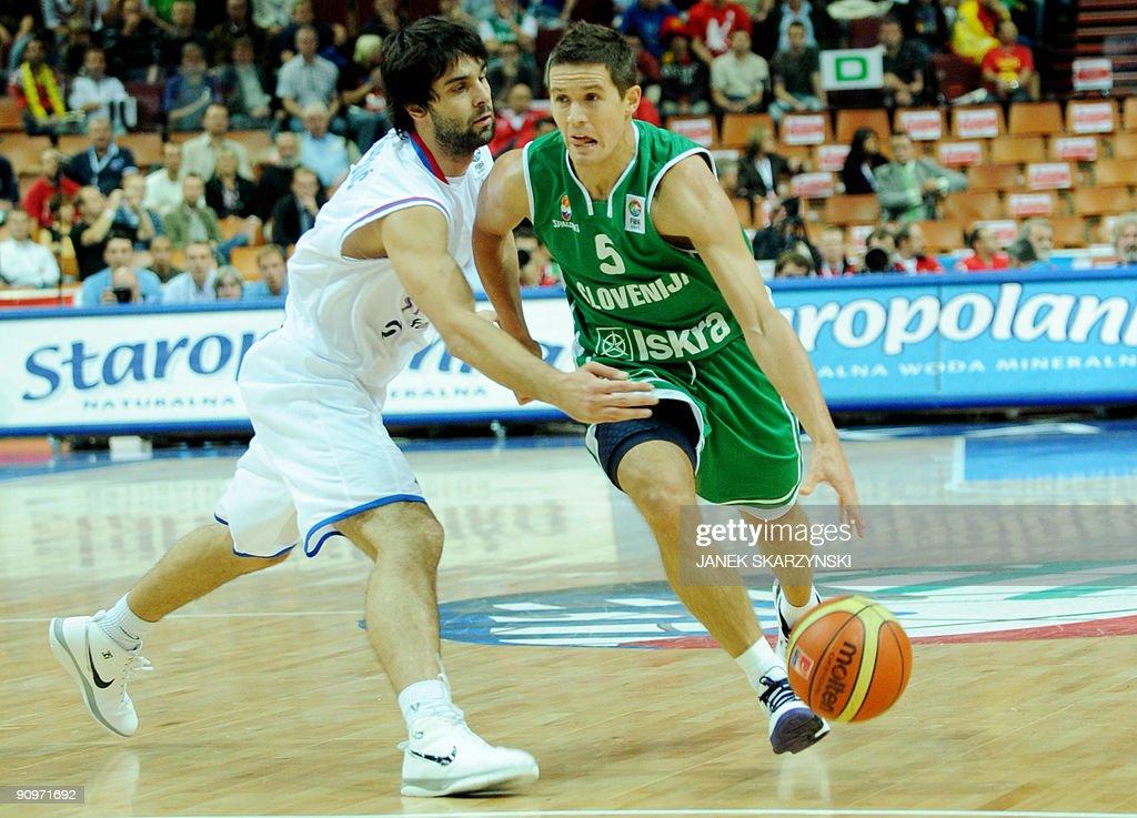 Slovenia's  Jaka Lakovic (R) dribbles pa : News Photo