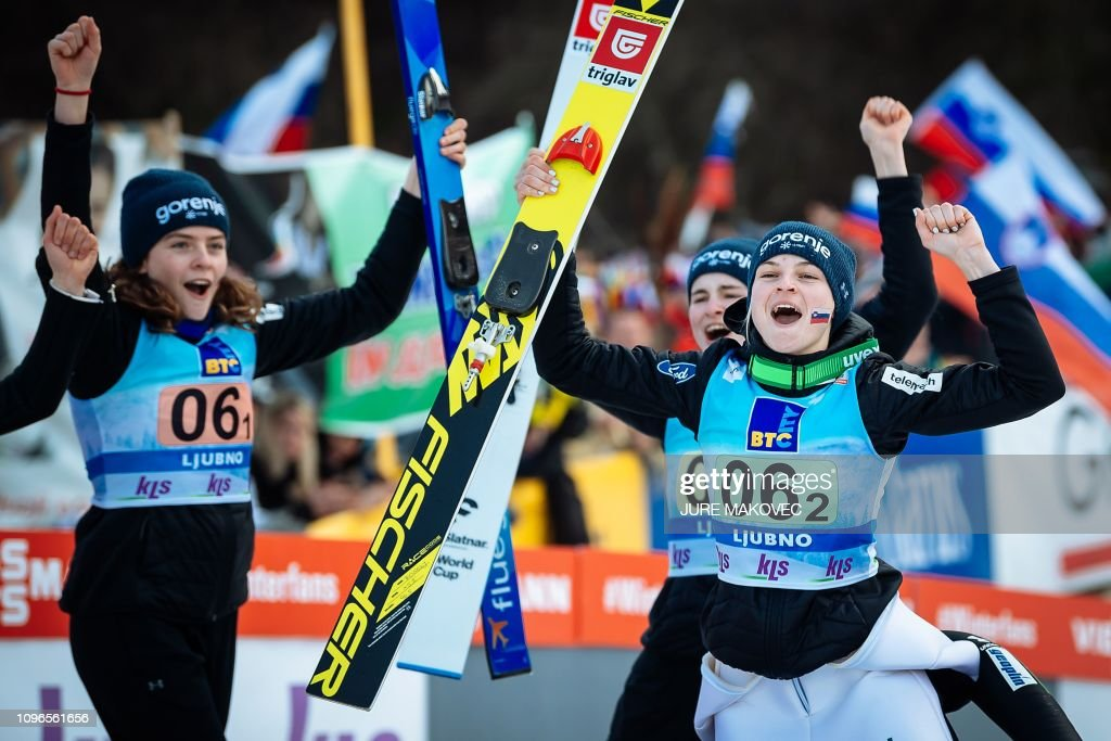 Desarmamiento Espacioso Gastos de envío  Slovenia's skiers Jerneja Brecl, Nika Kriznar and Spela Rogelj... News  Photo - Getty Images