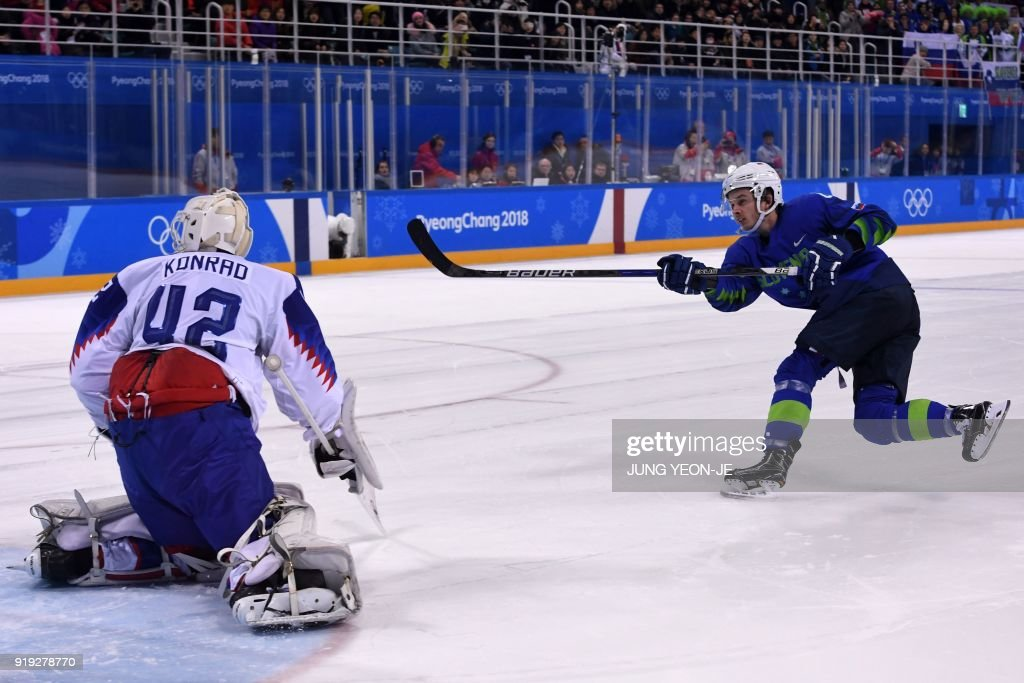 Slovenia's Ziga Jeglic (R) scores the game-winning goal against Slovakia's Branislav Konrad during a penalty-shot shootout in the men's preliminary round ice hockey match between Slovakia and Slovenia during the Pyeongchang 2018 Winter Olympic Games at the Kwandong Hockey Centre in Gangneung on February 17, 2018. / AFP PHOTO / JUNG Yeon-Je