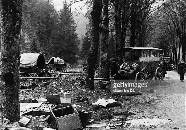 Slowakischer Aufstand AugustOktober 1944 Einsatz der SSSturmbrigade 'Dirlewanger' Zerstörtes Material der Aufständischen nach Abschlusss der...