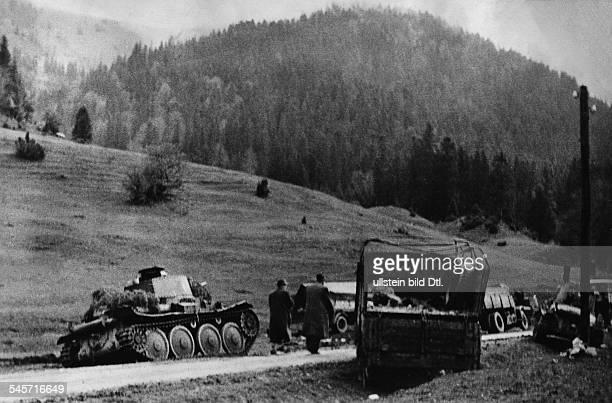 Slowakischer Aufstand Zerstörte Fahrzeuge der Aufstänischen nach der Niederschlagung des Aufstandsohne weitere AngabenEnde Oktober 1944