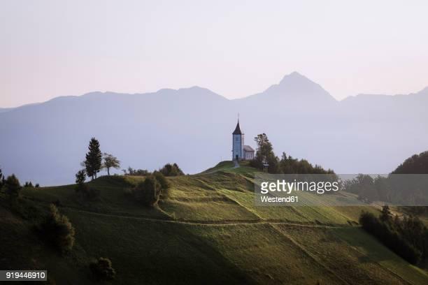 slowenia kranj, church of saints primus and felician in jamnik - kranj fotografías e imágenes de stock