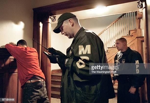Slug: DC/Gangs Date: 5/16/2003 Photographer: MIchael Williamson/TWP Neg# 142233 Washington, DC At an apartment building in NW Washington, 4th Police...