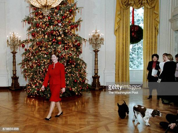 ME_TOURS 12/5/02'WHITE HOUSE CHRISTMAS TREE'First Lady Laura Bush and the family dogs Barneyand Spotas they arrive in the East Room to unveil the...