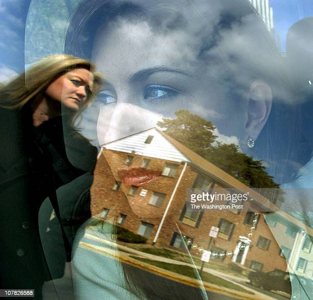 me/detectives date 03/23/06 photog Ricky Carioti TWP neg 178626 Village Square North Apartments in Laurel Md Kelly Rogers and Meredith Bingley Prince...