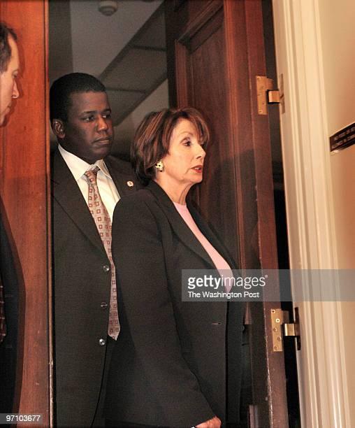 ph/photos date May 12 2004 photog Gerald Martineau Rayuburn HSOB neg news Congressman and women view Iraq prisoner abuse photos behind closed doors...