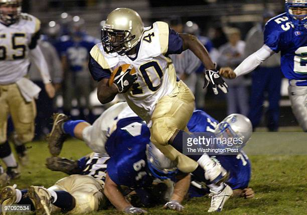 Kevin Clark\ The Washington Post Neg #: 161809 Woodbridge, VA Tabian Johnson, RB of Hylton rushes for more yards against Forest Park Monday night at...