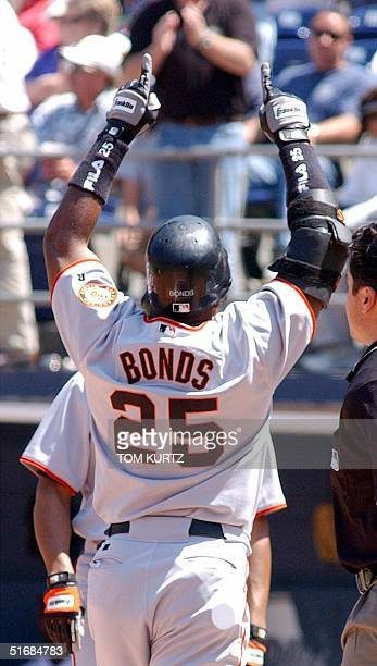 Slugger Barry Bonds of the San Francisco Giants responds to the crowd after hitting a grand slam home run against the San Diego Padres 05 June in San...